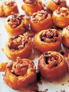 Easy sticky bunsHoliday Sticky, Food Recipes, Breakfast Brunches, Barefoot Contessa Sticky Buns, Recipe Dinner, Brown Sugar, Easy Sticky, Breakfast Food, Recipes Dinner