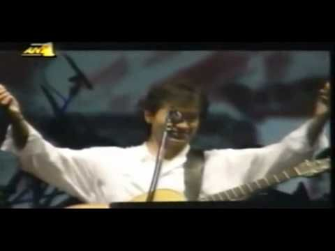 ▶ George Dalaras - Mi mou thimoneis matia mou / Μη μου θυμώνεις μάτια μου (Live Thessaloniki 1996) - YouTube