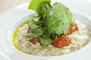 Aπό τον Chef Κωστή ΚαμπάΗμέρα προβολής 12/06/2014. Πατήστε εδώ για να δείτε την εκπομπή. ΥΛΙΚΑ 4 μελιτζάνες 1 μεγάλο άσπρο κρεμμύδι 200 γρ. κεφαλοτύρι 250 γρ. ρύζι καρολίνα (ή αρμπόριο) 1 κ.σ. μαργαρίνη με 25% βούτυρο Flora 1 ζωμό κότας Knorr Σπιτικός 1 φλ. κρασί Αλάτι- πιπέρι Για τα ντοματίνια: 250 γρ. ντοματίνια 2 σκελ. …