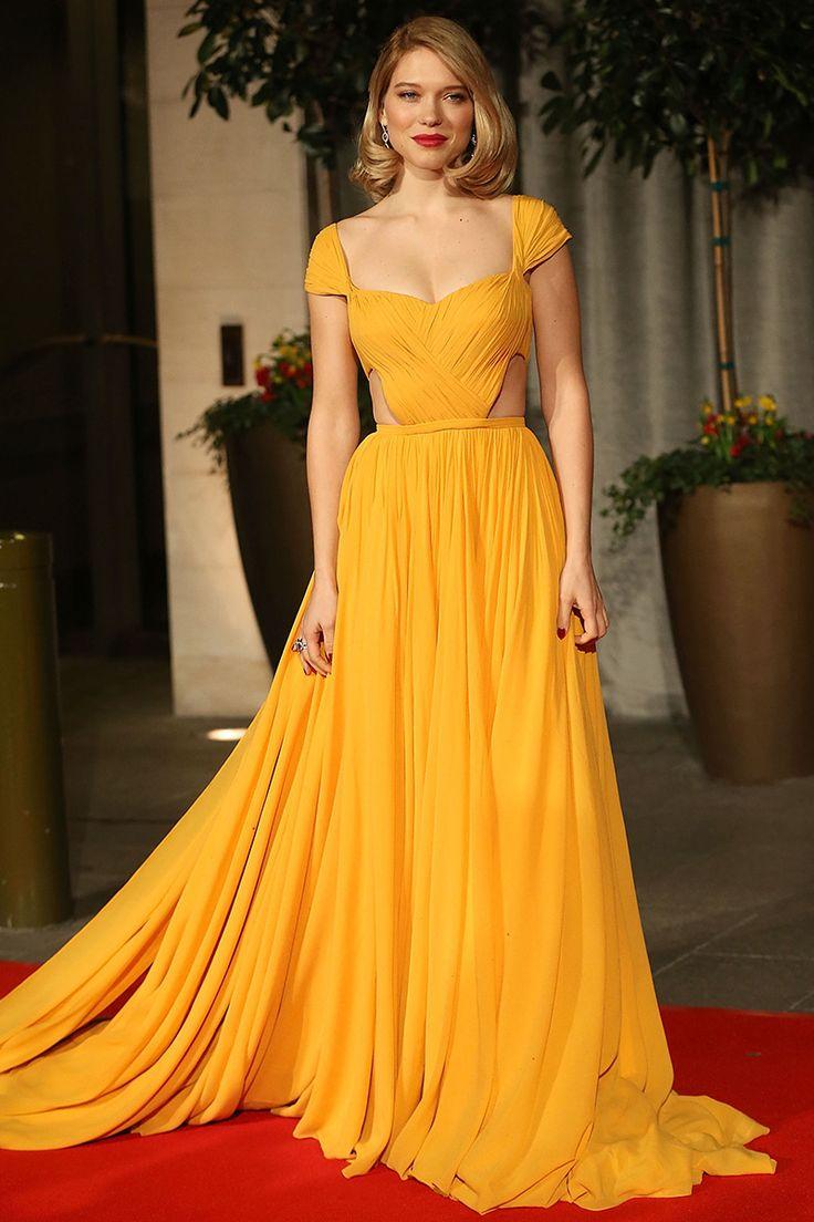 Léa Seydoux en un look de vestido drapeado amarillo canario de Prada, durante los BAFTA Film Awards en Londres. - Foto Getty Images