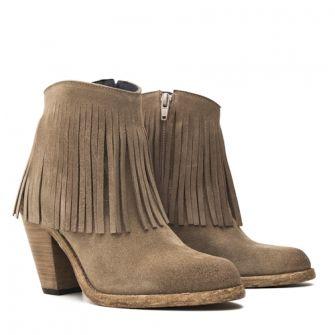 Botines de ante topo bohochic con flecos by IT SHOES #shoes #itshoes #fashion #shoeaholic #madaparamujeres #fashioninspiration #boots #booties #shoppingonline #worldwideshipping #modafeminina #affordableluxury #handmade