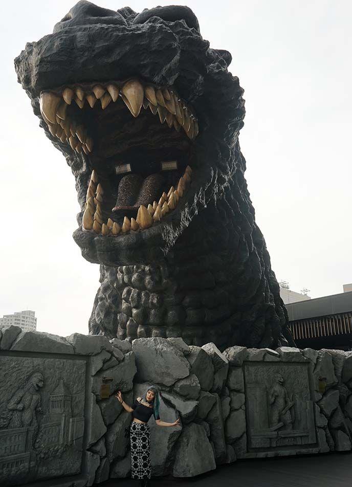 godzilla themed hotel review, crazy theme hotels tokyo japan, hotel gracery shinjuku, kabukicho gojira, japanese monster statue godzilla movie. See the review and photos on La Carmina blog - http://www.lacarmina.com/blog/2017/01/godzilla-hotel-tokyo-gracery-shinjuku/