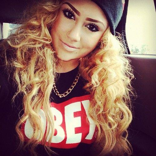 Love her hair thoo.