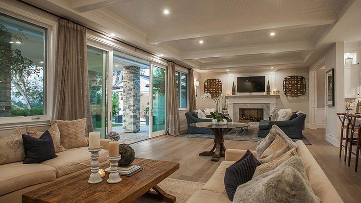 Lámač ženských sŕdc, blonďávý krásavec slávnych Backstreet Boys nedávno predal svoj krásny domov ukrytý v Hollywood Hills. Za pôsobivý domov si naúčtoval viac než 4 milióny dolárov.
