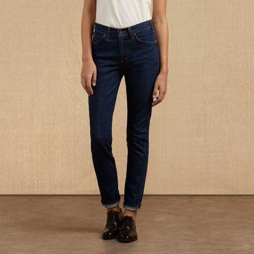 Die Levi's® Vintage Clothing 606® ist eine der originalen Skinny Jeans – sie sitzt auf der Hüfte und läuft an den Seiten bis zum Knöchel schmal zu. Diese extrem schmale Version wurde speziell für Frauen entworfen und hat eine stylische, lange und schlanke Passform für einen aktiven Lifestyle. Sie wurde in den späten 60er-Jahren für eine Generation entworfen, die nach schmaleren, modischen Passformen suchte, die erschwinglich waren. Unsere Nachbildung von diesem modernen Must-have verfügt…