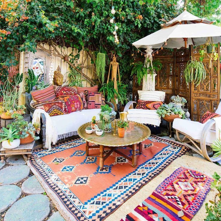 Jungalow On Instagram Forever Drooling Over The Magical Outdoor Dreamland From Meneses75 Check Out More Of In 2020 Colorful Patio Boho Patio Painted Patio