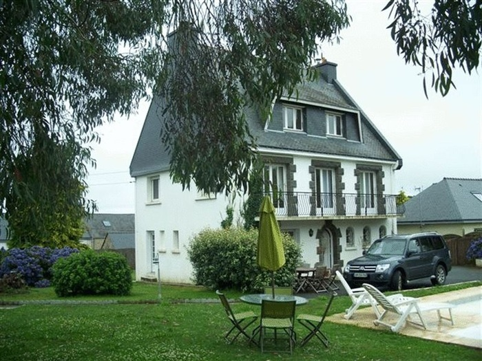This immaculate detached 6 bed house is located in a friendly, residential hamlet just 2k from the pretty local village and 5 mins from the poplular sandy beaches of Guidel. #France #House #Property