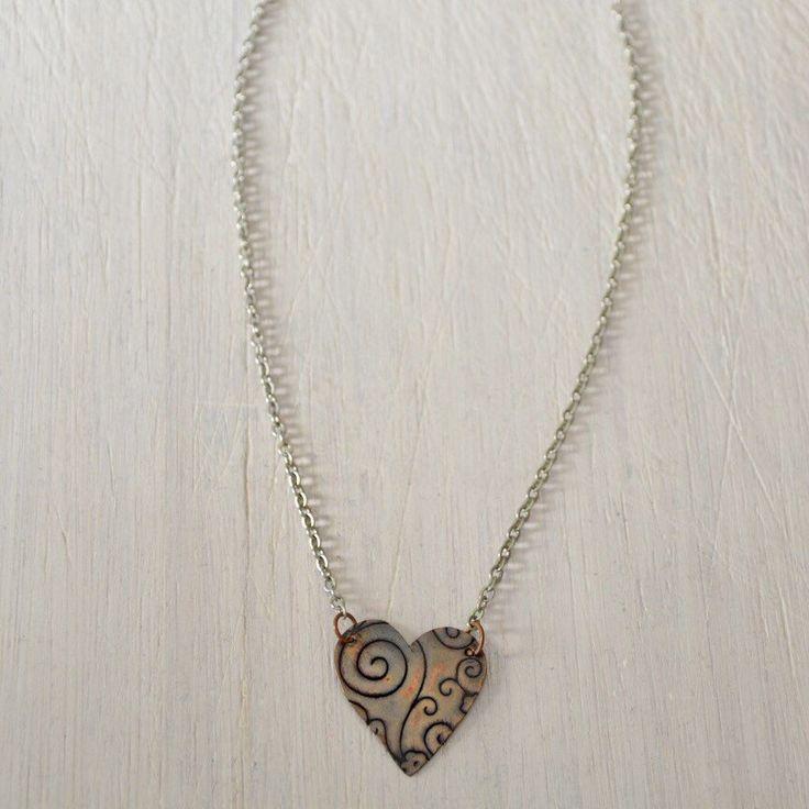 """Collana con ciondolo a cuore in rame embossato """"Amor"""" di Cuony su Etsy https://www.etsy.com/it/listing/268247548/collana-con-ciondolo-a-cuore-in-rame"""
