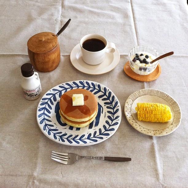 おはようございます*ホットケーキと父の畑で採れたとうもろこしで朝ごはん(๑´ڡ`๑)今日頑張れば、明日と明後日は連休です♫いってきます(*´ω`*) #Padgram @ogapiiiii