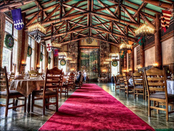<h3>Авани (Ahwahnee), США</h3><p>Отель в Йосемитском национальном парке построили еще в 1927 году. В дизайне интерьера местного ресторана тесно переплетены индейские и традиционные американские мотивы. Особый интерес вызывают высокие потолки с балками, массивные железные люстры, отделка сосновыми бревнами и огромные окна.</p>