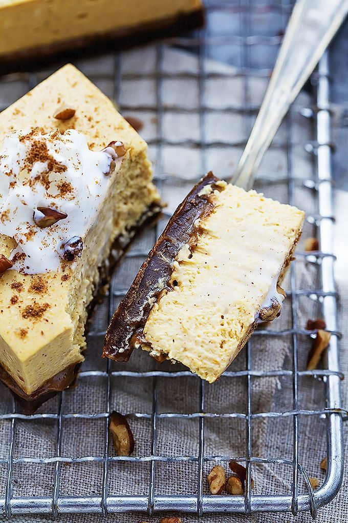 Pumpkin Cheesecake Bars with Gingerbread Crust | Creme de la Crumb