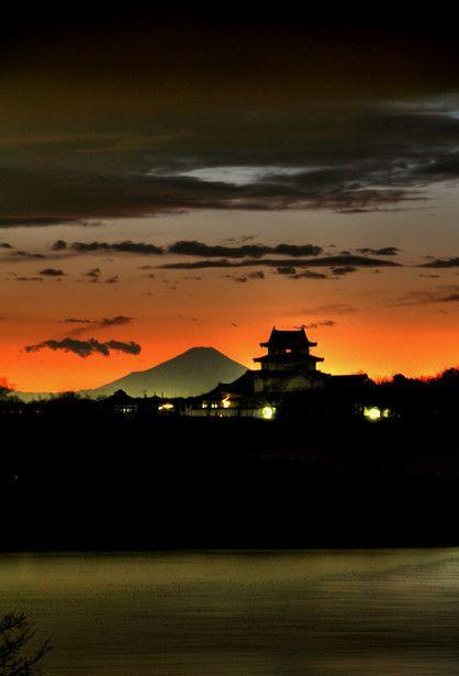 関宿城の夕景。せきやどじょう。千葉県野田市。富士山が見える。夕焼けの空もよい。