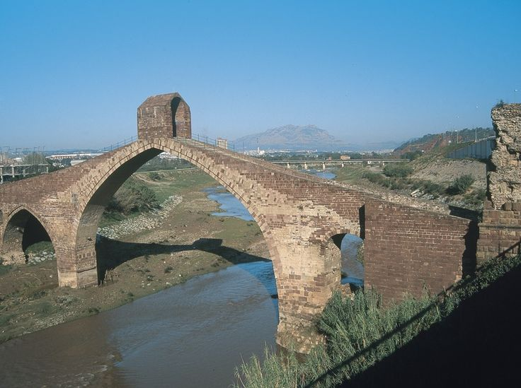 Martorell is one of El Baix Llobregat's noble towns, with a rich historical and artistic heritage presided over by the emblematic and imposing Pont del Diable bridge, dating back to Roman times #Martorell #bcnmoltmes #baixllobregat