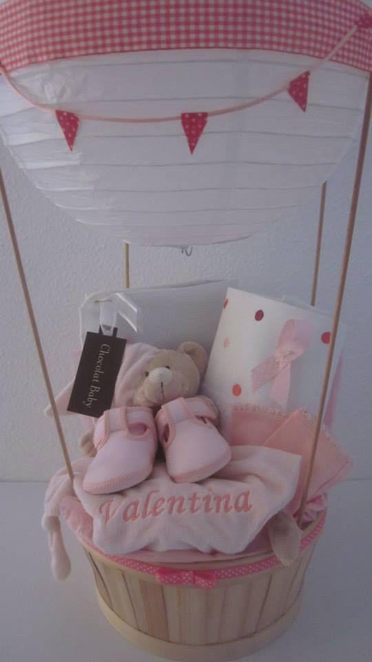 Valentina estaba llegando al mundo y nos habían encargado para darle la bienvenida una cesta globo muy cuqui, suavecita y amorosa. Nació en el día mundial contra el cáncer de mama, con su cestita poderosa nos unimos, por supuesto, al #apúntatealrosa  Cestita globo Pink Power  Para Valentina y por todas nosotras