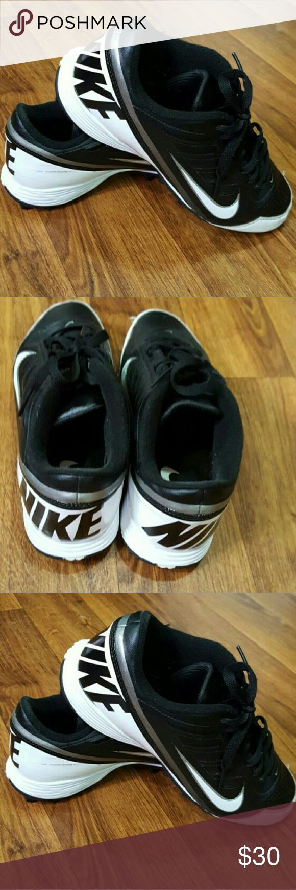 Nike Mens Football Cleats Size 10.5 Wide Worn a couple times, still looks brand new but took of the tags for sizes of shoes. Nike Shoes Athletic Shoes