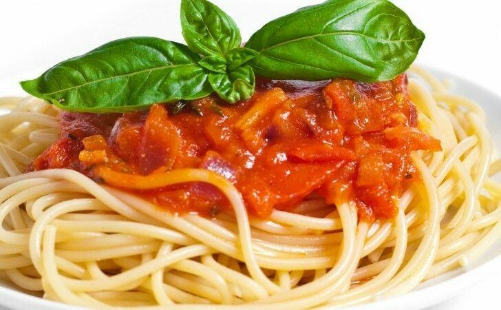 Aveti nevoie de spagete frunza de busuiog si orce sos vreti voi sa faceti  Va urez pofta buna sa ziceti cum a fost 😊