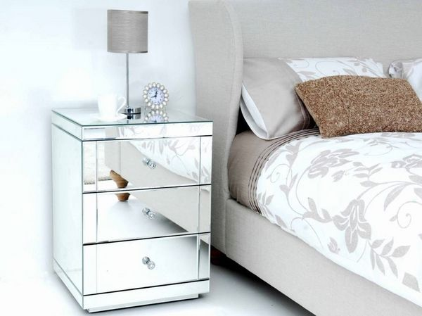 Mirrored nightstand inspiration | www.bocadolobo.com #bocadolobo #luxuryfurniture #exclusivedesign #interiodesign #designideas #bedroomideas #nightstandsideas #modernnightstands