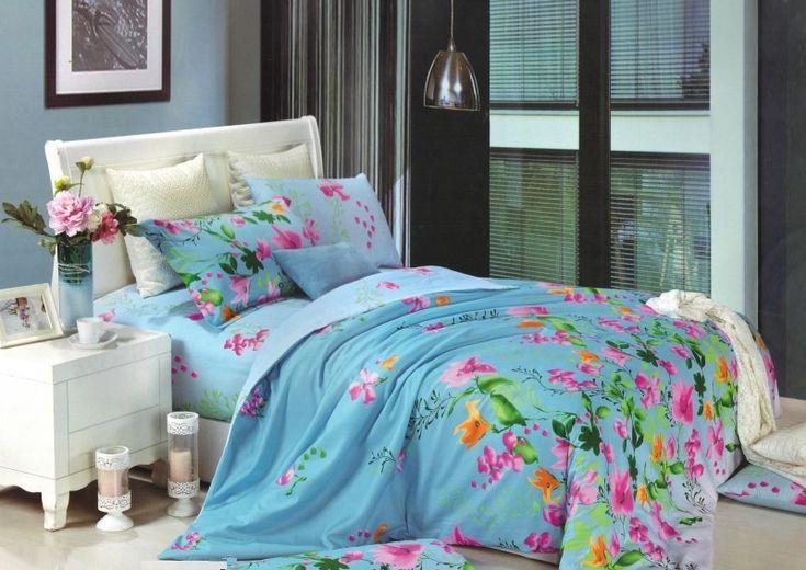 Modré obliečky na postele s ružovými kvietkami