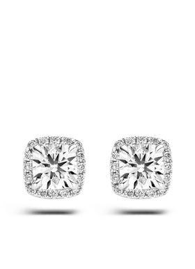 #diamondpoint #diamond #point   Deze oorstekers van Diamond Point zijn vervaardigd uit 18 karaat witgoud en zijn gezet met 2 cushion (hearts & arrows) en 32 briljant geslepen diamanten. Hearts & Arrows is de meest perfect geslepen diamant. De ideale verhoudingen en de volmaakte facetten creëren een buitengewoon effect van 8 pijlen boven in de kroon en 8 harten onder in het paviljoen van de diamant. Met een speciale loep worden harten en pijlen zichtbaar in de diamant. Deze loep ontvangt u…