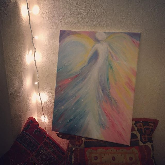 I don't usually paint so loosely but creating this for my Angel loving mother this Christmas was so much fun. Letting go and allowing the paint to flow as it pleases, it's freeing ☺ #myart #art #oilpainting #painting #colourful #flow #angel #healing #christmas