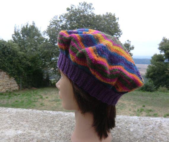 """Béret """"Etoile"""", Femme, en laine, Coloris prune et multicolore, Taille S / M, Tricoté à la main"""