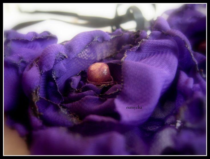 Szyfonowe kwiaty naszyjnik. www.robotkowyswiatmychy.blogspot.com