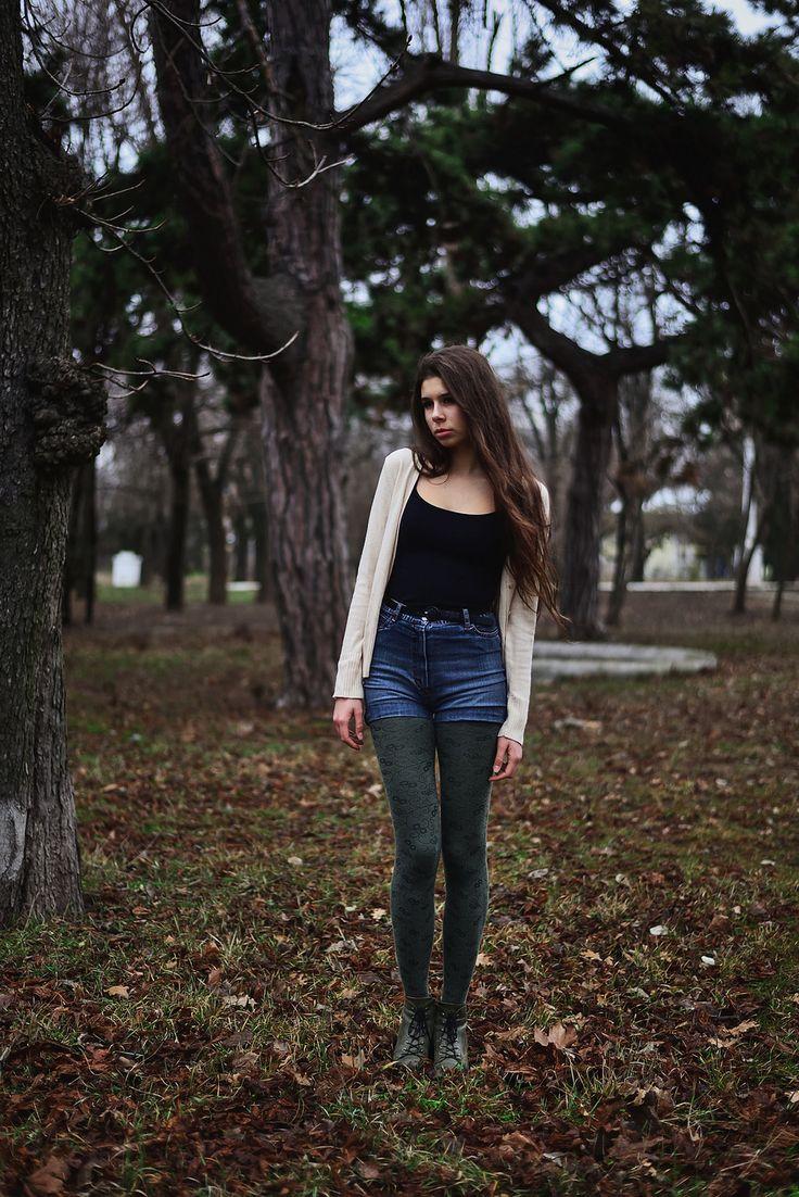 https://flic.kr/p/EmzPbt | Vera | young model posing in park