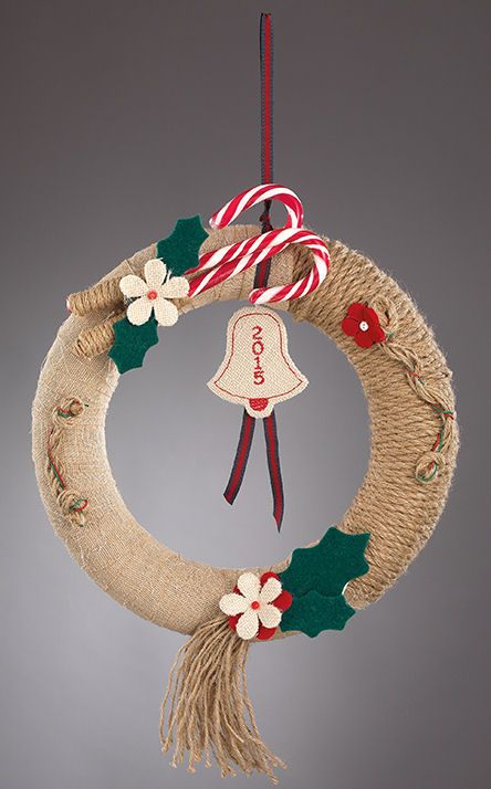 www.mpomponieres.gr Χριστουγεννιάτικο στεφάνι για πόρτα από τσόχα και λινάτσα…