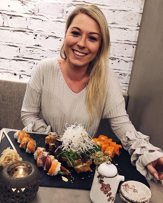 {Werbung/Einladung} Gimme Sushi and I am happy!  wir waren heute bei @codung_sushi in Nürnberg eingeladen und was soll ich sagen? Ich habe wohl noch nie so unglaublich gutes Sushi gegessen!  wenn ihr also aus der Gegend kommt schaut da unbedingt mal vorbei! Danke @foodguideapp @nuernberg.foodguide für das tolle Blinddinner!  . . . . #Foodporn #food #foodie #foodgasm #foodstagram #foodpics #foodblogger #foodphotography #foodpic #instafood #pictureoftheday #fashionkitchen #delicious #foodlover…