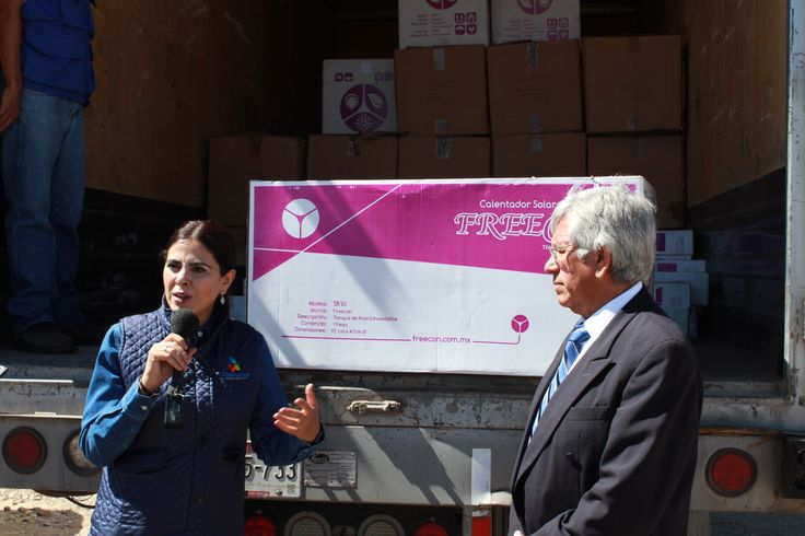 Entrega titular de DIF Estatal boilers solares para comunidad de Cusárare