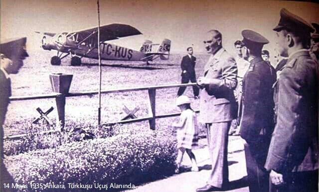 ✿ ❤ ATATÜRK, 14 Mayıs 1935 Ankara, Türkkuşu uçuş alanında.