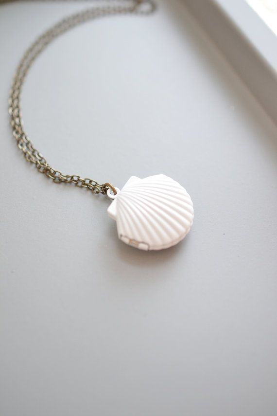 Mermaid Shell Locket Necklace,Sea Shell Locket Charm Pendant,Locket Necklace,Ocean Necklace,Beach Wedding,White Seashell Locket Jewelry,Shell Locket,Nautical Locket,Romantic Gift