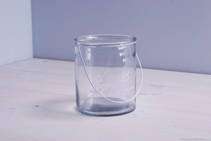 Minimalistyczny lampion w kształcie słoja z grubszego szkła. Metalowy uchwyt pozwoli na zawieszenie ozdoby. Może posłużyć również jako wazon. Styl vintage i loftowy klimat.