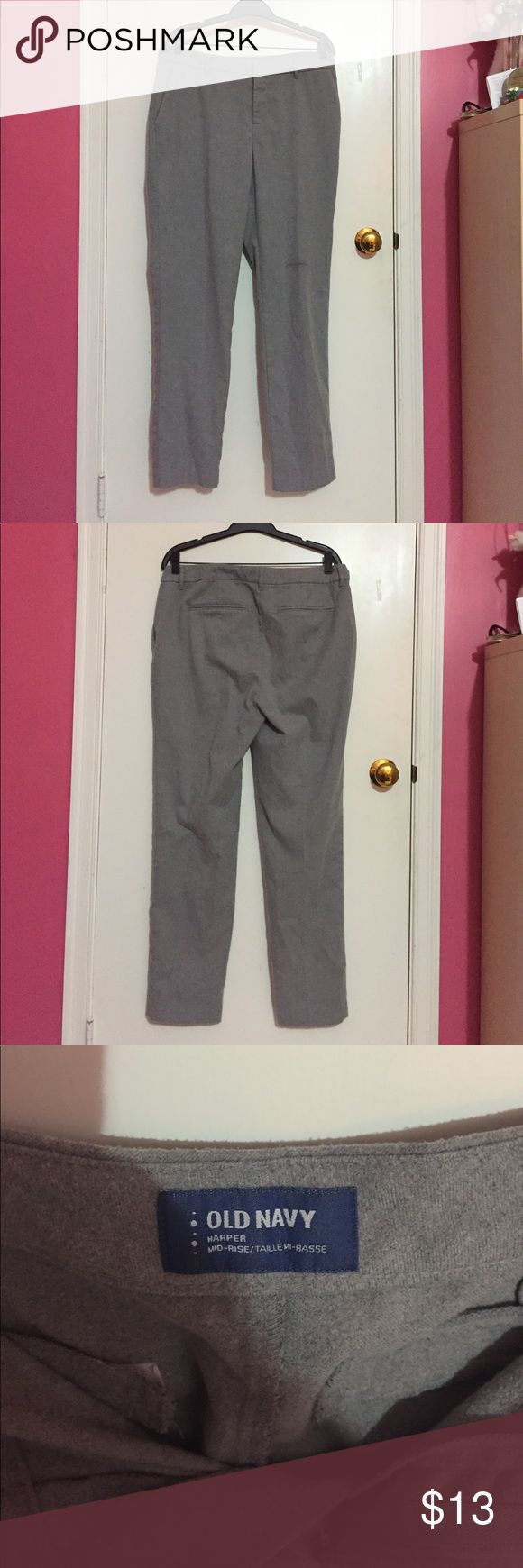 Gray Old Navy cropped pants, size 8 (tall) Cropped pants that are perfect for work or just going out! Easy to dress up and dress down. Old Navy Pants Ankle & Cropped