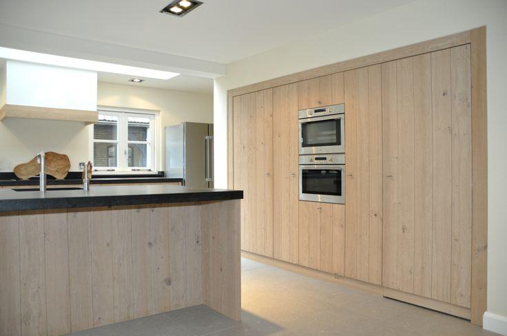 Verborgen deur in kastenwand keuken. www.herijgers.nl