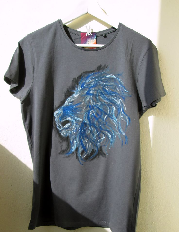 Lion painted on t-shirt