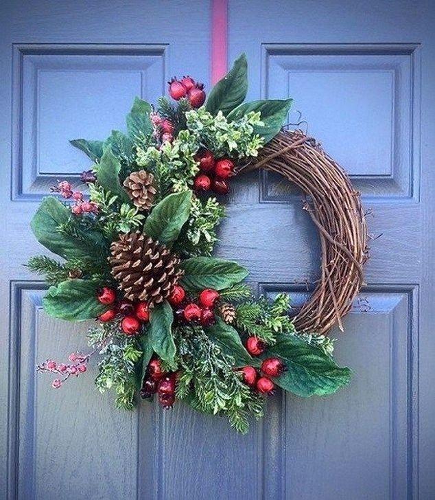 Easy Diy Outdoor Winter Wreath For Your Door 58 Christmas Wreaths Diy Christmas Wreaths Christmas Wreaths To Make