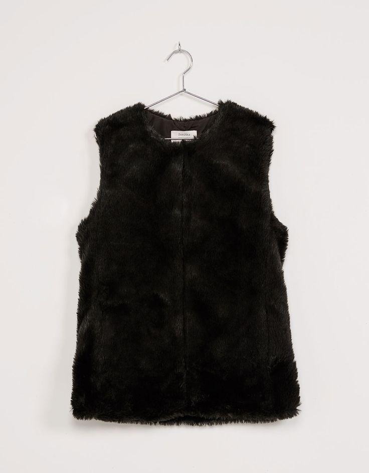 'Colete pêlo.SuperSof.'. Descubra esta e muitas outras roupas na Bershka com novos artigos cada semana