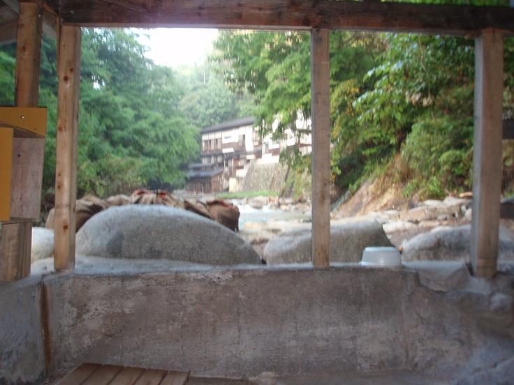 岩風呂から井筒屋さんを望む