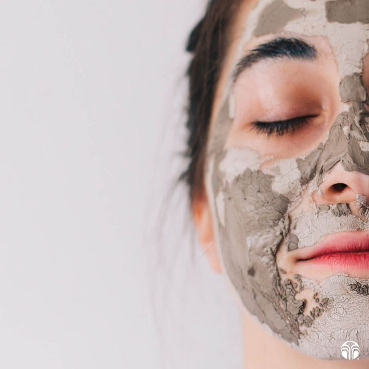 Glacial Marine Mud Mask purifies the skin with over 30 beneficial ingredients.
