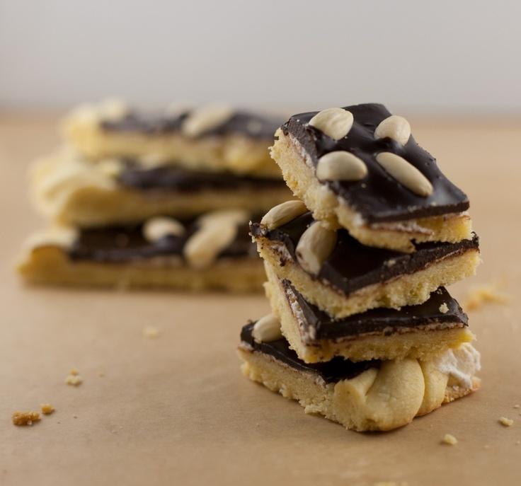 Chocolate-almond easter shortcake.Mazurek migdałowo-czekoladowy.