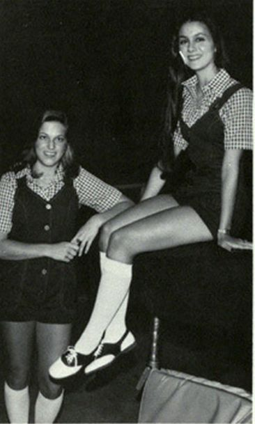 Vestavia Hills Alabama High School 1979 Cheerleaders (texasretrocheer2) Tags: white socks high shoes cheerleaders alabama cheerleader knee saddle kneesocks saddleshoes kneesox whitekneesocks