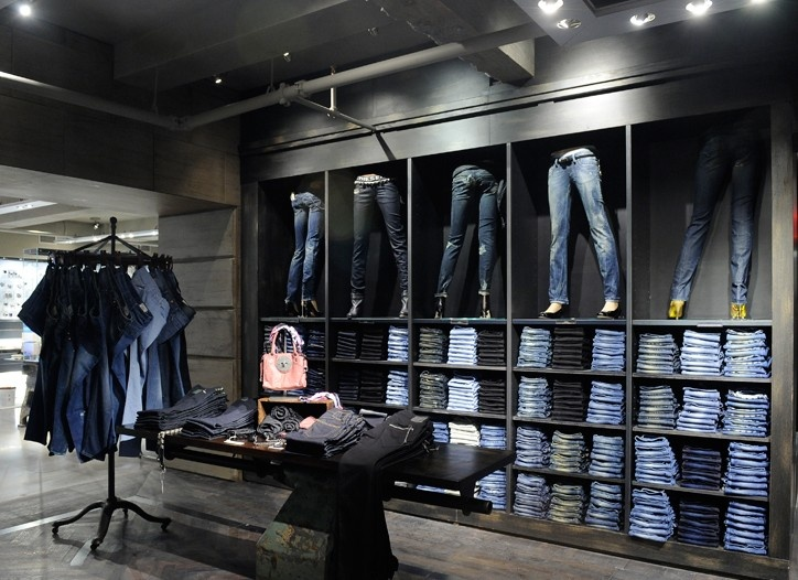 Since there are lots of jeans in Diesel store, people are available to learn how merchandiser should display jeans successfully.