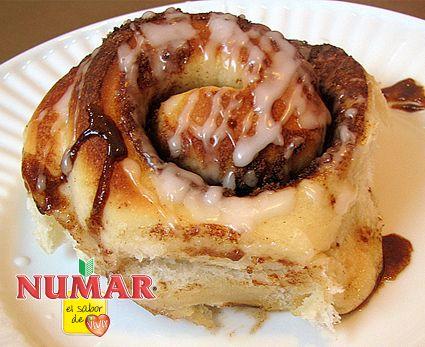 Para preparar el pan:  Combinar la levadura con el agua tibia, luego agregar la leche, azúcar, ...