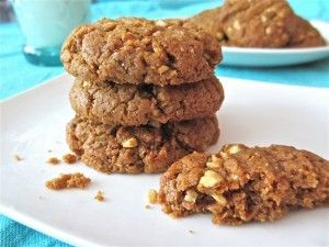 Flourless Almond Butter Cookies. YUM! And SO easy to make.