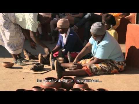 Het farmhouse Madi a Thava is prachtig gelegen in de heuvels aan de voet van de 135 km lange Soutpansbergen. . De Nederlandse eigenaren spannen zich enorm in om de lokale Venda te laten profiteren van het toerisme. Niet alleen door het verschaffen van banen, maar ook door de interesse op te wekken voor hun rituelen, gebruiken en leefomstandigheden.    De lodge maakt deel uit van de reis van SNP Natuurreizen: Zuid-Afrika & Swaziland