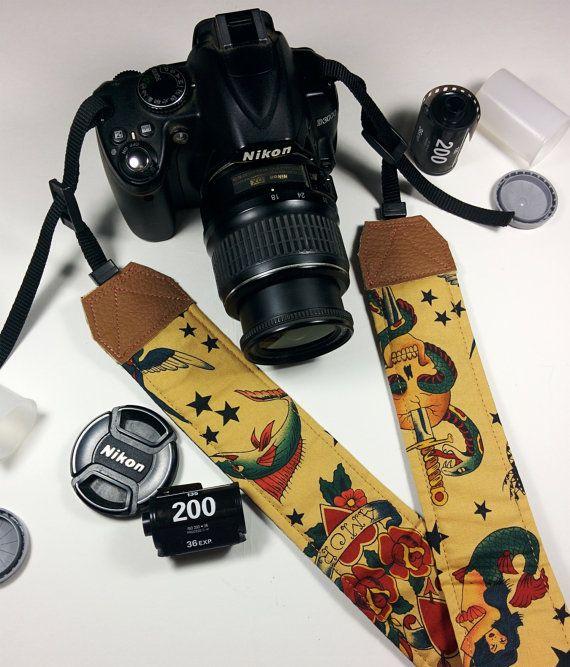 Tracolla per fotocamera SLR, DSLR, imbottita, in cotone caramello fantasia Sailor Jerry. Tracolla fotocamera unisex