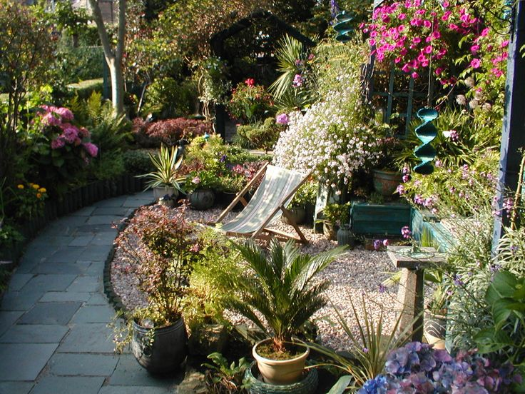 The 21 best images about long narrow garden design on for Narrow back garden designs