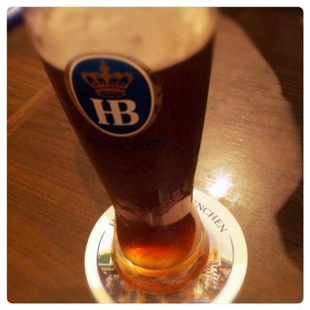 ビールの名前、憶えれません二軒目、ドイツビールwith Lisa - 60件のもぐもぐ - ホフブロイシュバルツヴァイス@丸の内 by Fumi
