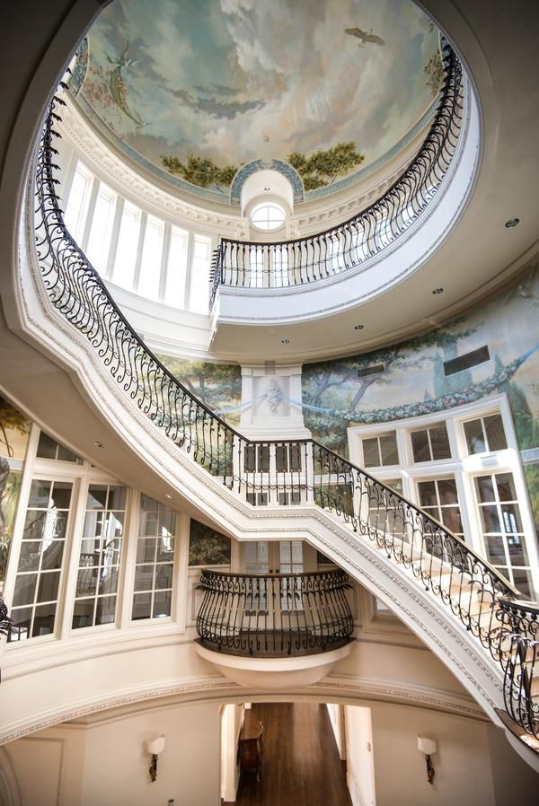 The French Ch 226 Teau Stunning Staircase In The Iconic